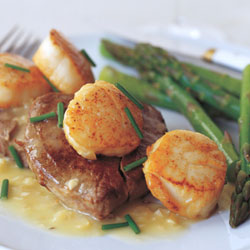 seared-scallops-and-tenderloin-steaks-in-manhattan-sauce